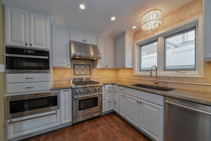 Irvine Custom Custom Kitchen, Bath, & Cabinet Remodeling Services-We do kitchen & bath remodeling, home renovations, custom lighting, custom cabinet installation, cabinet refacing and refinishing, outdoor kitchens, commercial kitchen, countertops, and more